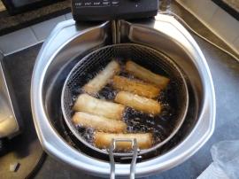 Foto van frituren van loempia's