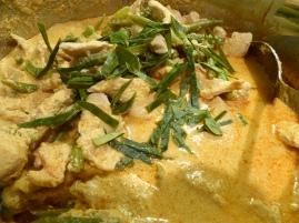 Foto van curry met kafirlimoenbladeren