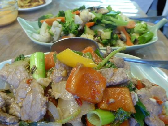Foto van rundsvlees met Thaise basilicum