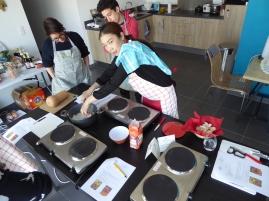 Foto van chef bij de Thaise kookles