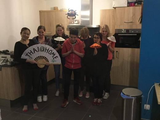 Foto van groep in keuken