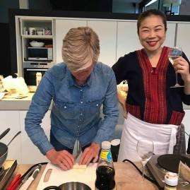 Foto van Thaise kookles en loempia's plooien