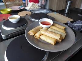 Foto van Thaise loempia's op een kookvuur