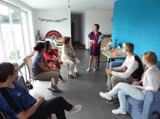 Foto van Thaise kookgroep die luistert