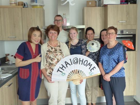 Foto van groep met Thaise waaier