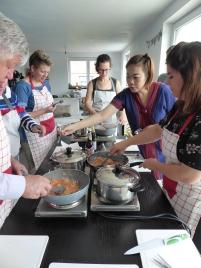 Foto van kookpotten voor de Thaise kookles in Oost-Vlaanderen