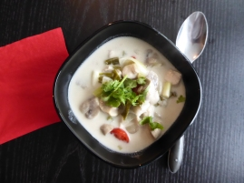 Foto van Thaise soep met koriander, galanga en citroengras