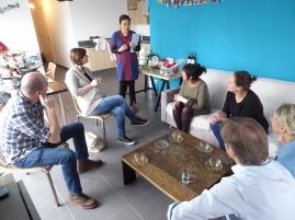 Foto van luisterende mensen voor Thaise workshop