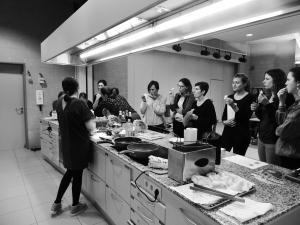 Foto bevat groep mensen voor Thaise kookles