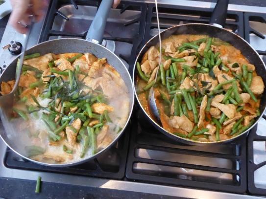 Foto van Thaise curries op gasvuur
