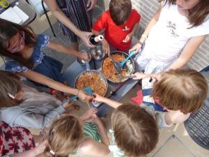 Foto van woks met kinderen