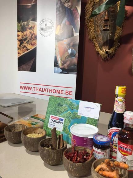 Foto van een tafel met Thaise kookproducten