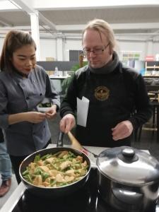 Kookpot met een rode Thaise curry