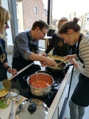 Curry en soep maken op de workshop