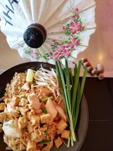 Pad thai met tamarinde en hinese bieslook