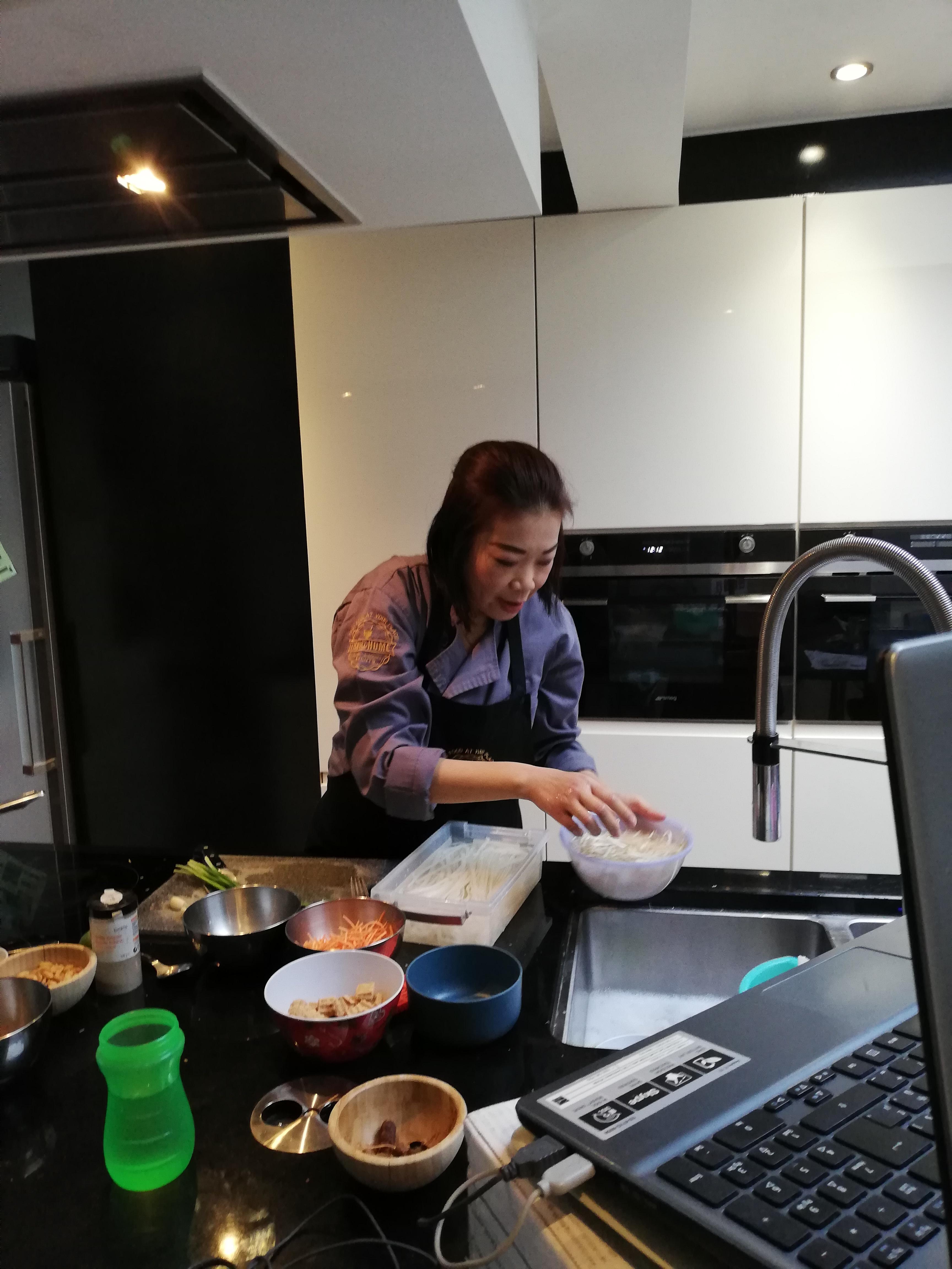 Chef geeft online kookles